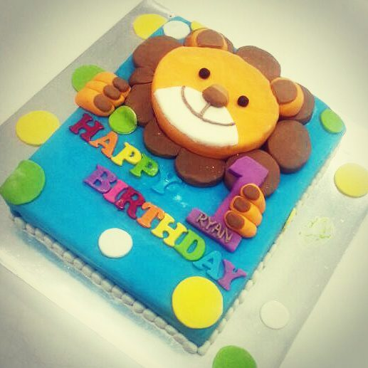 3d Fondant Lion 1 Year Old Cake Delcie S Desserts And Cakes